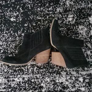 Crown Vintage Shoes - Used crown vintage suede booties